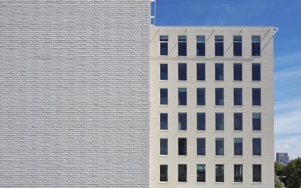 Ceramika budowlana w służbie architektury